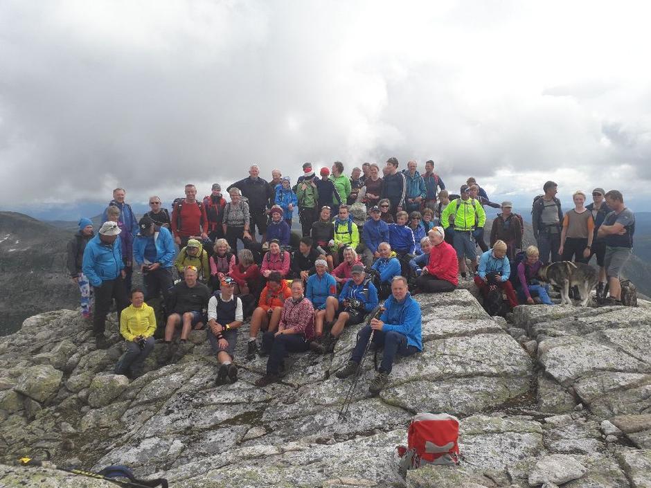 Over 60 spreke turdeltakarar nådde toppen.