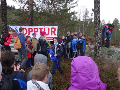 TO HUNDRE 8-KLASSINGAR PÅ OPPTUR
