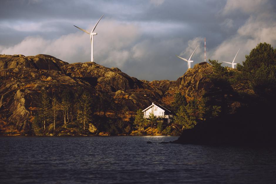 NÆRMESTE NABO: Egersund Vindkraftverk er ett av de største anleggene i Norge og består av 33 turbiner.