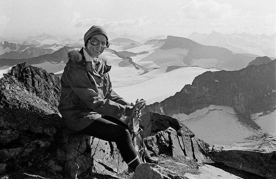 Hennes Majestet dronning Sonja besteg Galdhøpiggen i  1976, og det ble starten på et forrykende friluftsliv med besøk på fjelltopper og DNT-hytter i hele Norge.