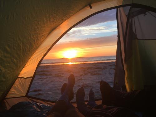 """""""Nattinaturen"""" Blimsanden på Vigra med en 8 og 10 åring. Nydelig kveld og natt. Vi sette opp teltet på stranden."""