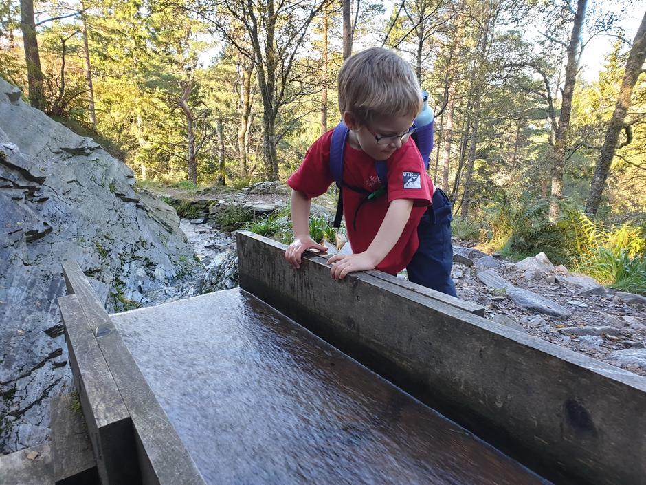 Restaurert vannrenne på vei til Ravneberghytten.