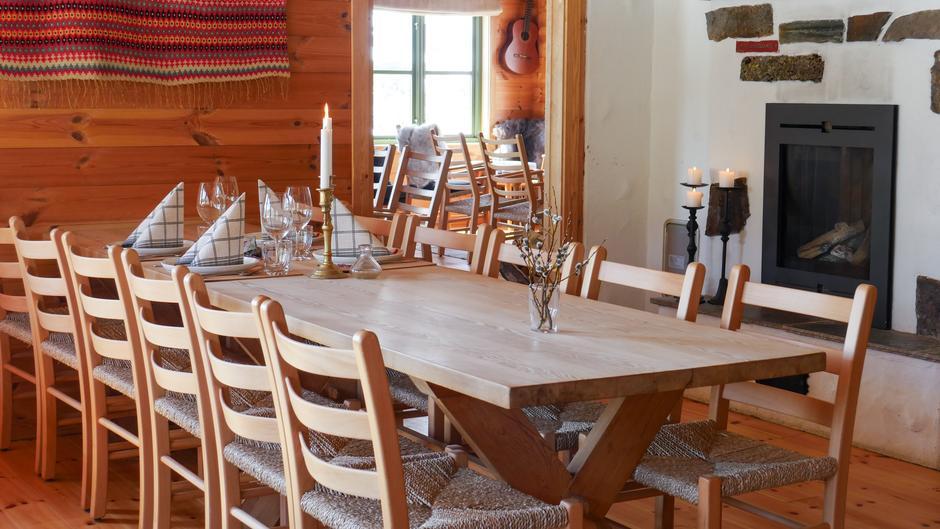 Bordet er dekket for middagsgjester