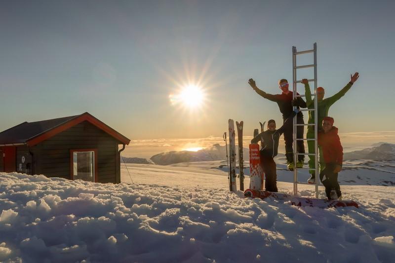 I juni var det tunge pulker til Kjølen. Diverse materiell til hytta inkl. en stige. Med Risten Anne G Christopher Haug Caroline Haug.