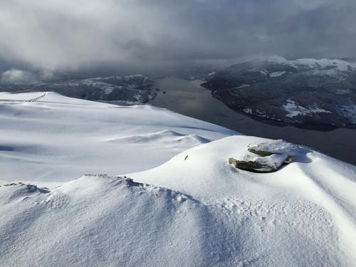 Utsikt vestover Førdefjorden frå Djupvikenipa.