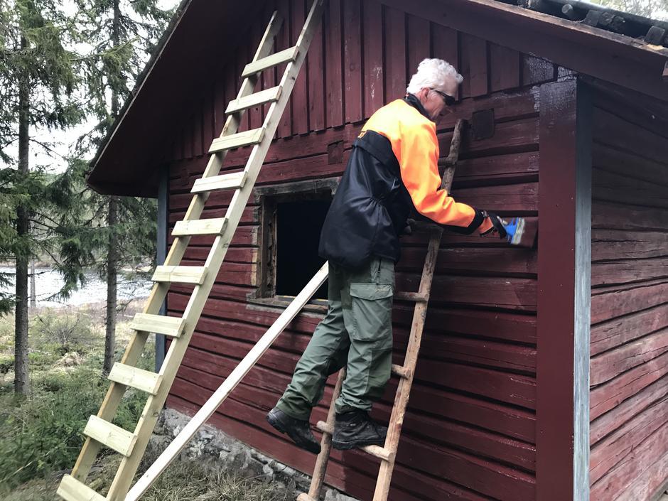 Erik Lunde er også glad i å male.