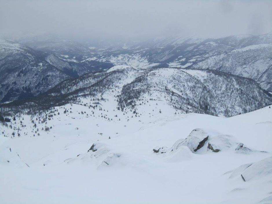 Stølane på Flatningane i framgrunnen og Indre Hafslo bak frå Stordalshornet