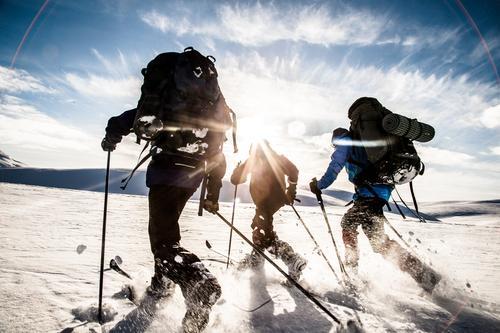 Familien Undheim får utløp for konkurranseinstinkt på Vaulavatnet i Etnefjellene mellom Simlebu og Sandvass.