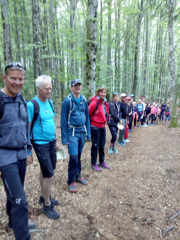 Gruppa er på vei til Hjertåstoppen (148 moh)