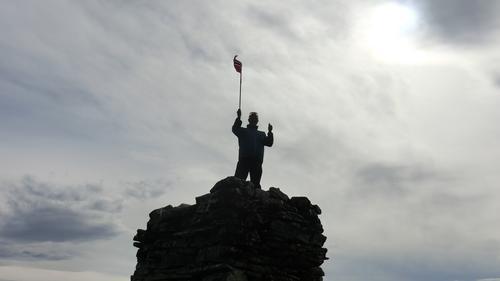 Med flagget til topps