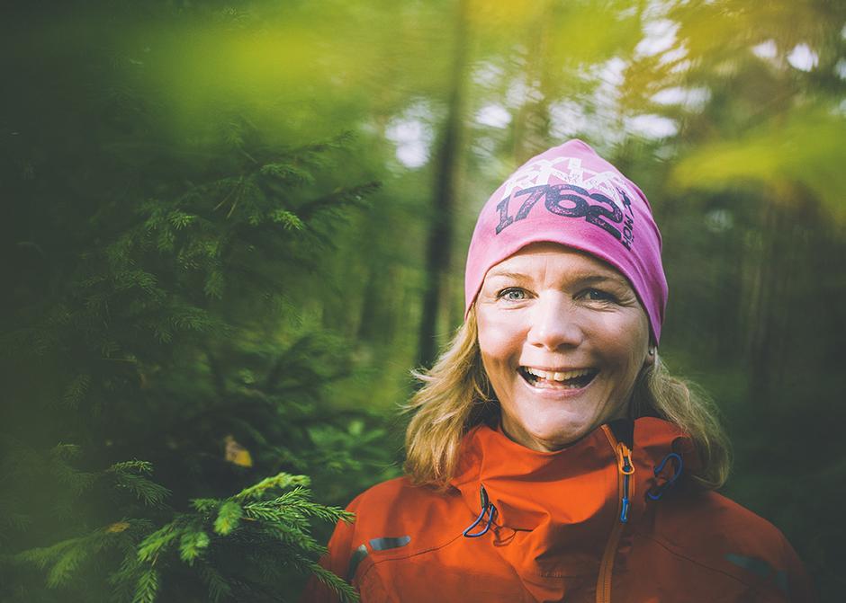 UT AV SOFAEN: Anne Lindmo har bare blitt sprekere ettersom årene har gått. - Jeg var mye mer sofagris da jeg var 30, forteller hun.
