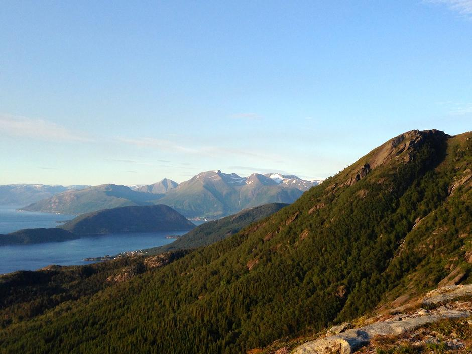 Storhaug. Utsyn mot rosendalsfjella, Gygrastol til venstre.