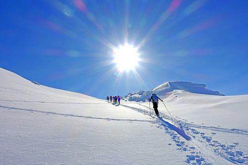 Tre friske skiturer med turleder