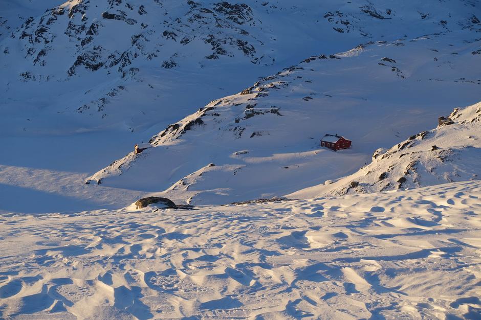 Fredag 15.1: Høgabu i Bergsdalen. Fine forhold i daler, noe avblåst på topper.