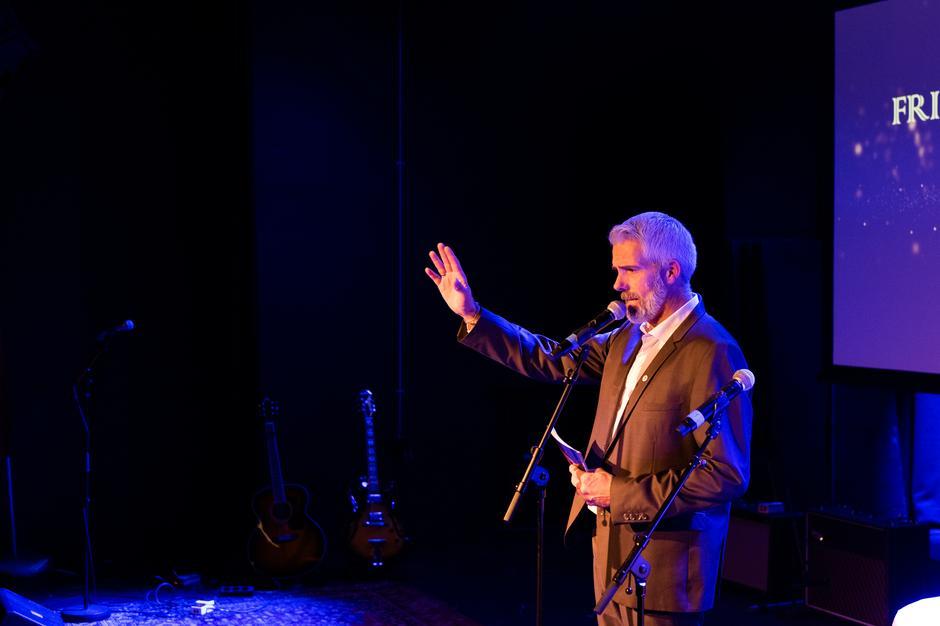KONFERANSIER: Geir Olsen fra styret ledet kvelden.