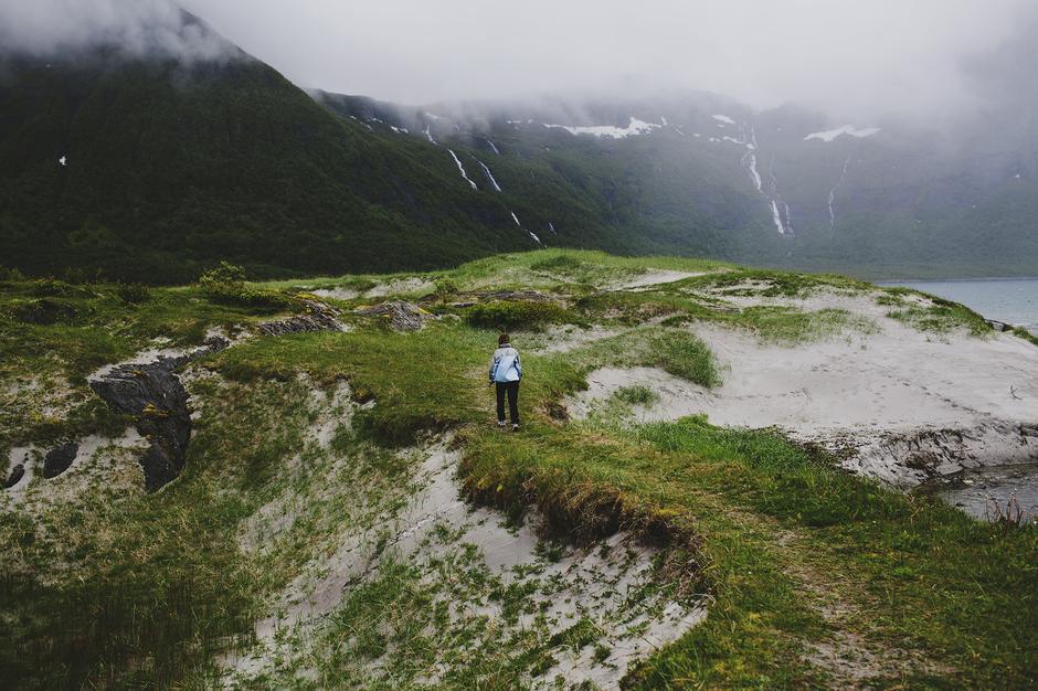 Brennviksanden i Steigen. Gjenspeiler ordentlig nordnorsk sommer med både regn og vind. Det kunne imidlertid ikke forhindre oss i å kjøre en tur ute med firhjuling for å se Brennviksanden i all sin prakt.