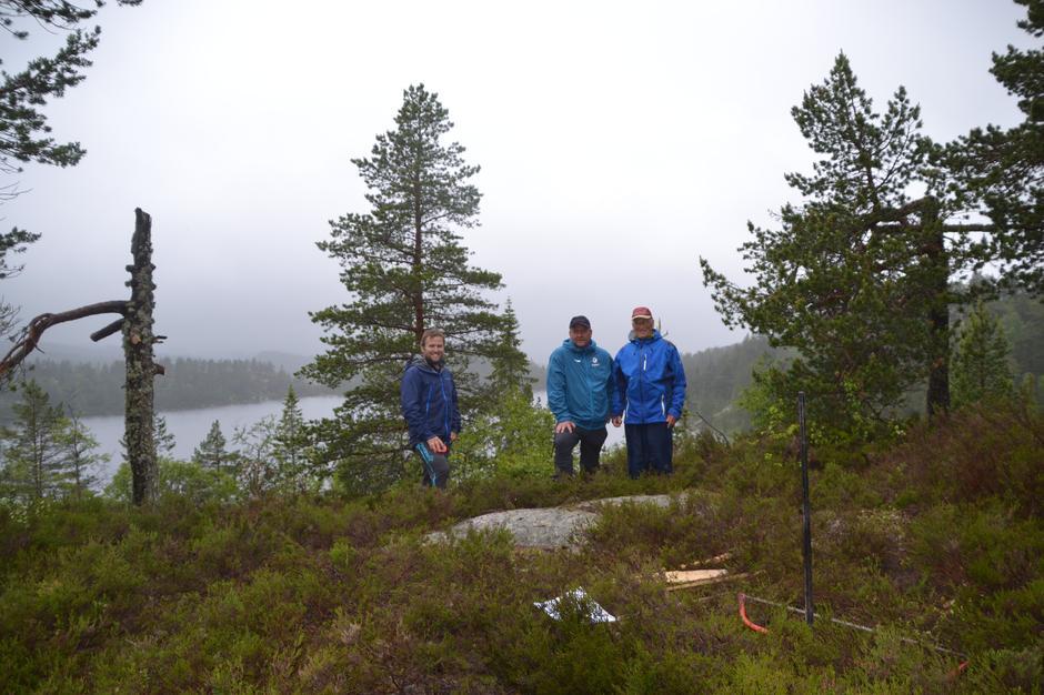 Fra venstre: Espen Eikemo fra Froland Bygg, daglig leder i AAT Dag N. Fagermyr og styremedlem i AAT Valter Tinderholt.