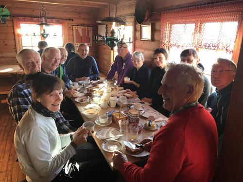 Hyggelige måltider på fellestur.