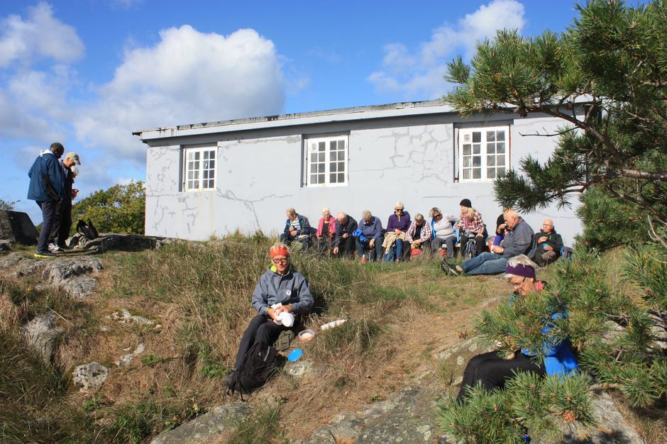 Matpakkespising ved Norsk Ornitologisk Forening Aust-Agders sted på Såta.