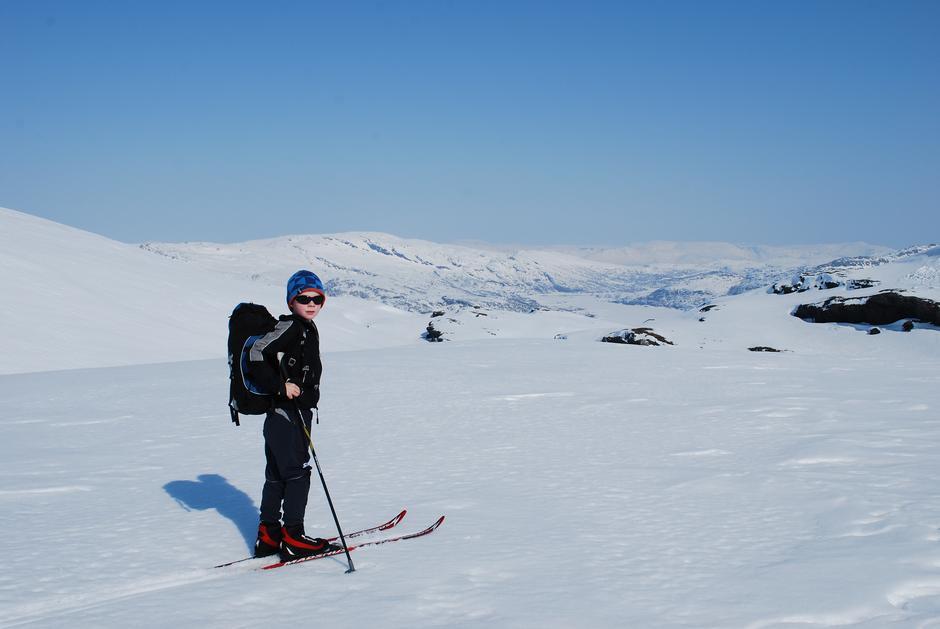 Jørgen (8) på skitur til Vending turisthytte.