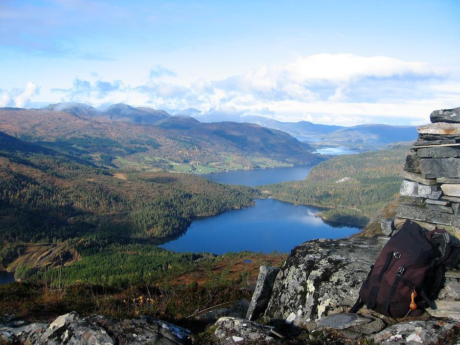 Mot Valsøyfjord