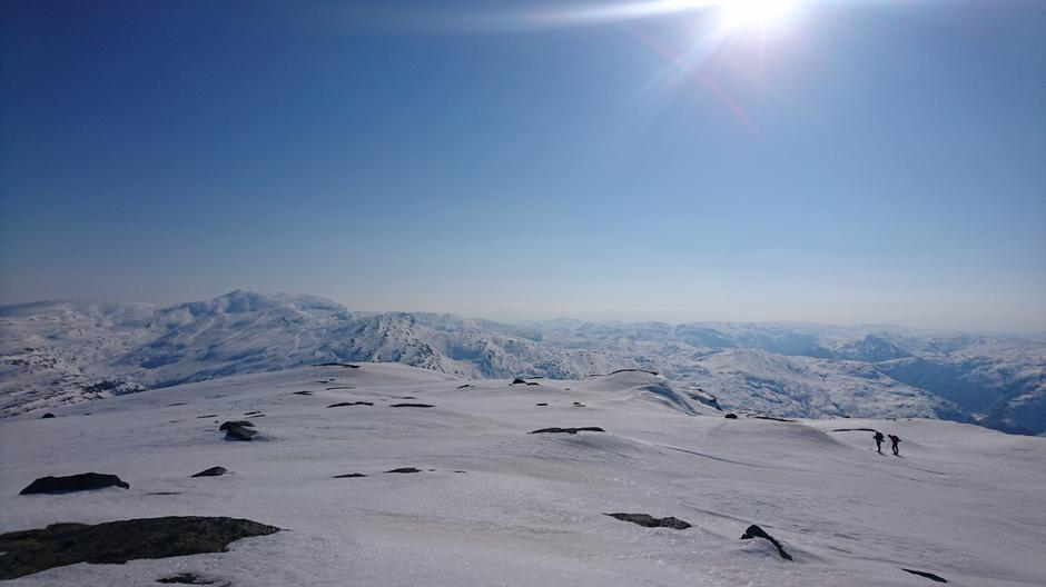 Stølsheimen: Utsikt fra Blyfjell mot Kvitanosi. Trefall og Gullbrå rett ned i dalen.