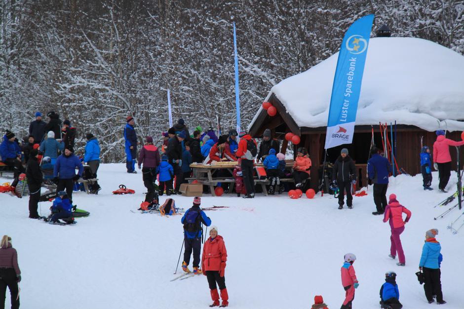 Grillhytta på Sogn Skisenter var hovudbasen for Kom Deg Ut-dagen