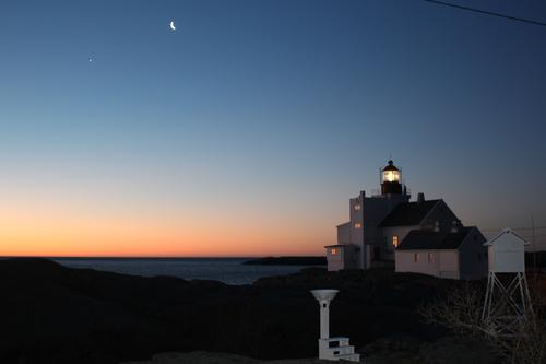 Månen og Venus og Lyngør fyr 1.1.2019.