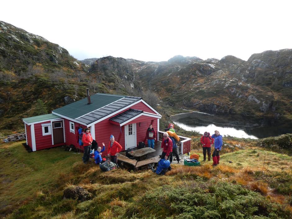 Turfølget er komen til Nilsebu, ein drøy times gange opp frå Einestrand. Flott plass!