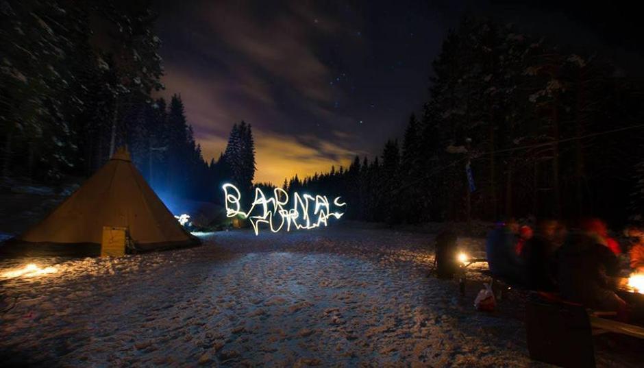 Barnas Turlag Hadeland med overnatting på åpningen av Friluftslivets år januar 2015. Bildet er tegnet med lommelykt :-)