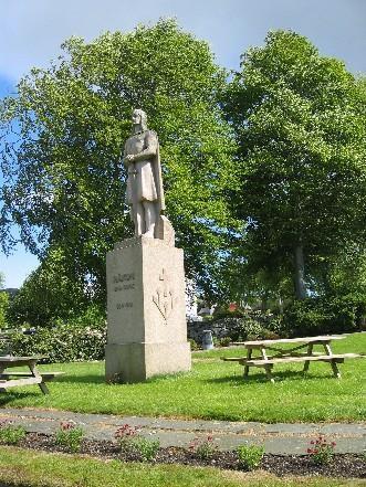 Statue av Håkon den Gode (laga av Anne Grimdalen, 1961).