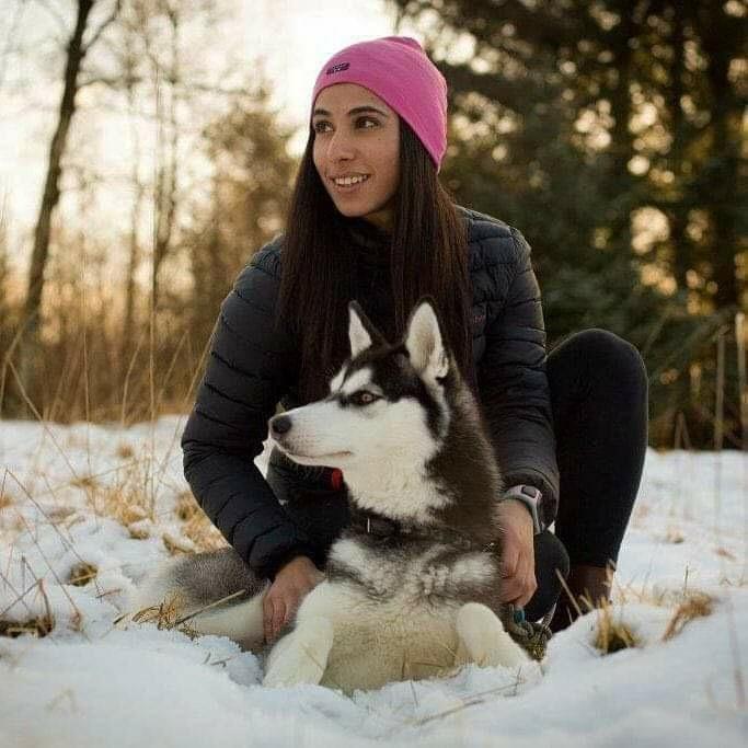SELGER: Bjerkreims-jenta Amy Mir (25) selger en rekke klær hun ikke lenger har behov for. På Grønn fredag kan du blant annet kjøpe denne Northpeak-jakken på Vipps-stativet.