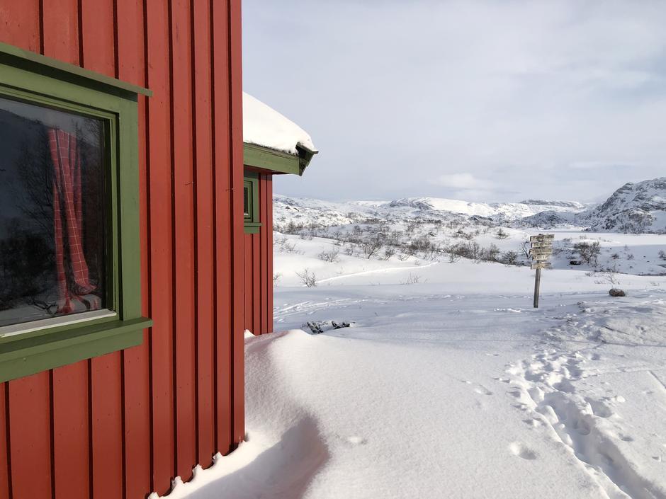 Taumevatn retning nordover mot Taumevatn. Videre mot Heibergtunet Storevatn.