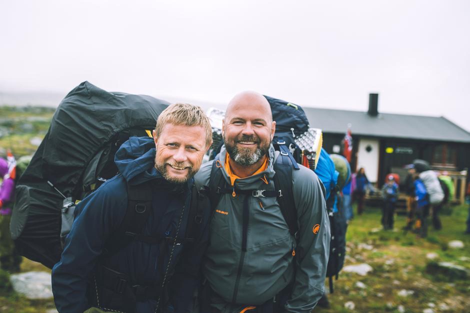 UT PÅ TUR: Da DNT og NRK arrangerte «Monsen minutt for minutt» i sommer, tok Dag Terje med seg ektemannen Bent Høie på eventyret i Indre Troms.