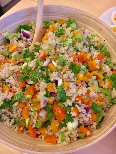 Vi lager enkle friske næringsrike vegetarretter som vi nyter i felleskap!