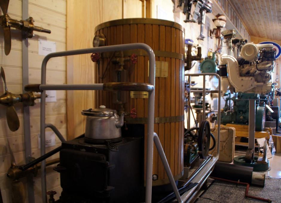 Kaffekjele og vaffeljern, kan brukes bare en har tilgang til varme, som her fra en trykk-koker