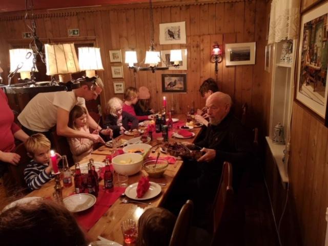 God mat på KNTs juleverksted på Nersetra