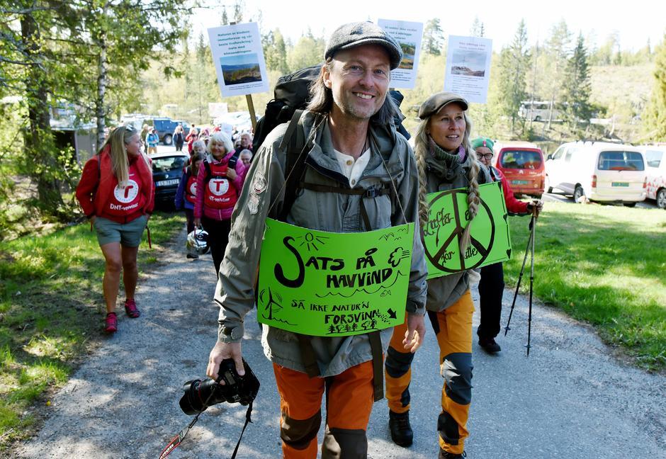 Vi må ta vare på naturen i det grønne skiftet var budskapet til turdeltakerne på DNT sin støttemarsj 12.mai
