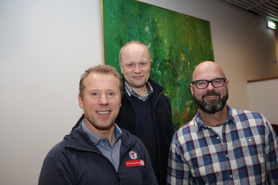 Dag Terje Solvang, Henning Hoff Wikborg og påtroppende leder for Lørenskog Turlag Vidar Thorsvik under stiftelsesmøtet for Lørenskog Turlag.