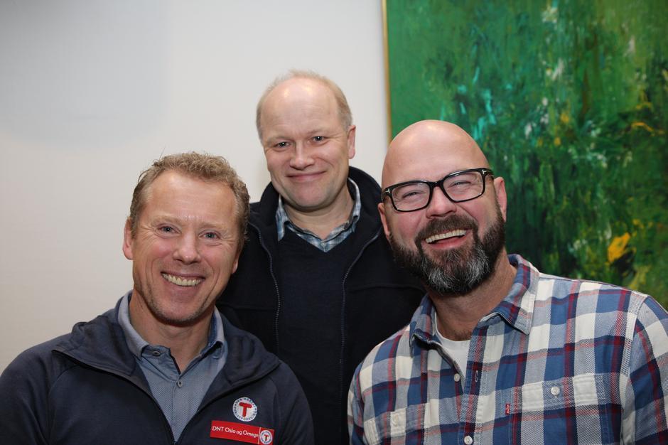 Fra venstre daglig leder i DNT Oslo og Omegn, Henning Hoff Wikborg, leder i Lrøenskog Turlag Vidar Thorsvik og generalsekretær i DNT, Dag Terje Klarp Solvang.