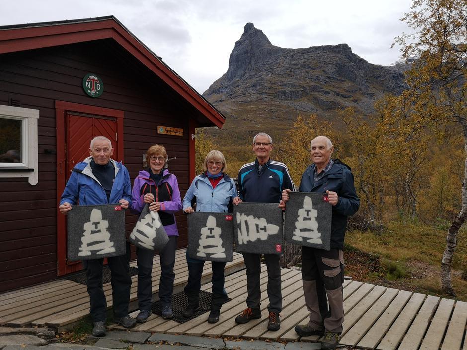 Jo Dreyer, Brit Kroken, Eli Kristoffersen, Harald Lund og Kjell Eklund har gått alle 100 mandagsturene NOT har arrangert!