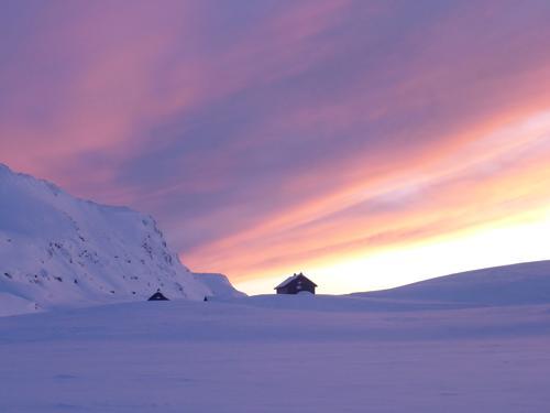 Vakkert vinterlys over Vending turisthytte