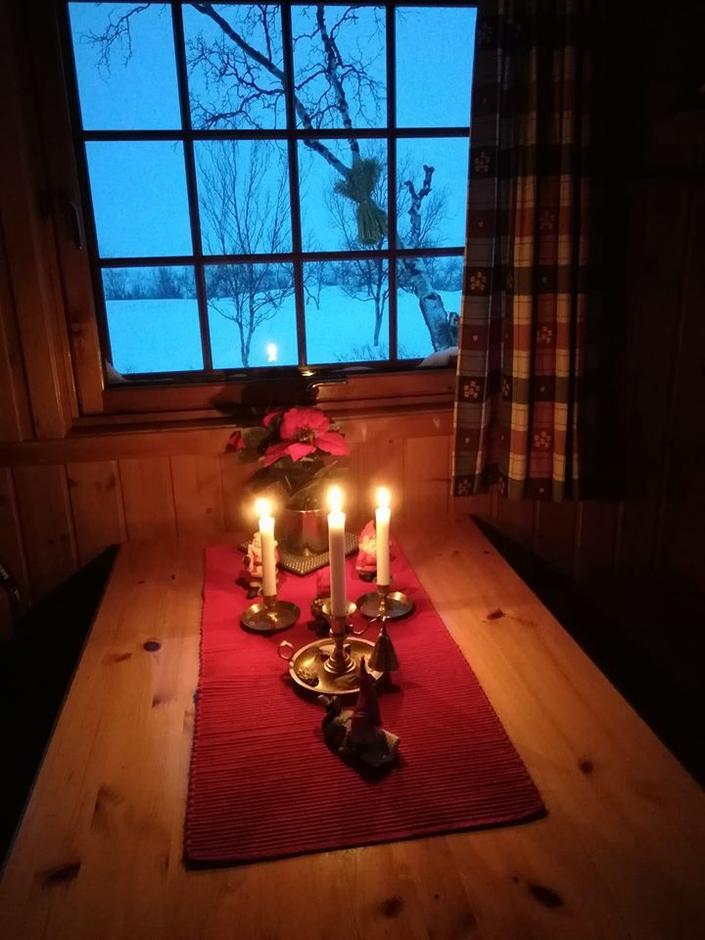 Flere hytter er flott pyntet til jul - som her på Nye Gaskas.