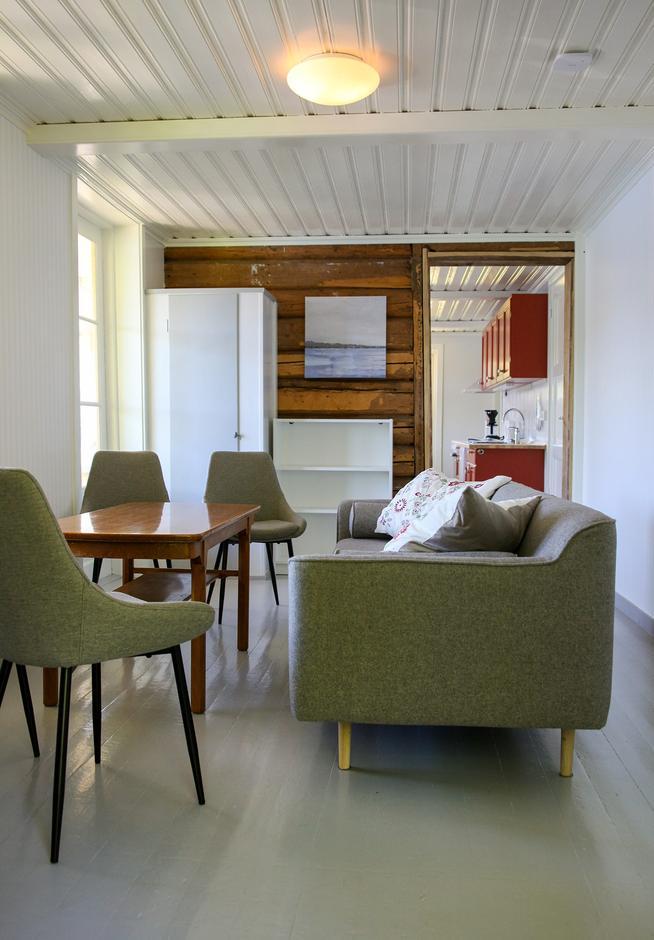 Stue og kjøkken i 3. etasje i Gjestehuset.