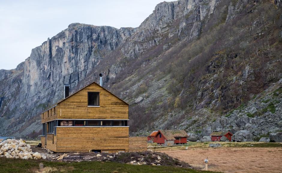 Ny hytte i Viglesdalen ligger godt plassert i terrenget sørøst for gammelhytta. Hytta var ferdig i november 2018, men offisiell åpning av hytta blir i mai i år.