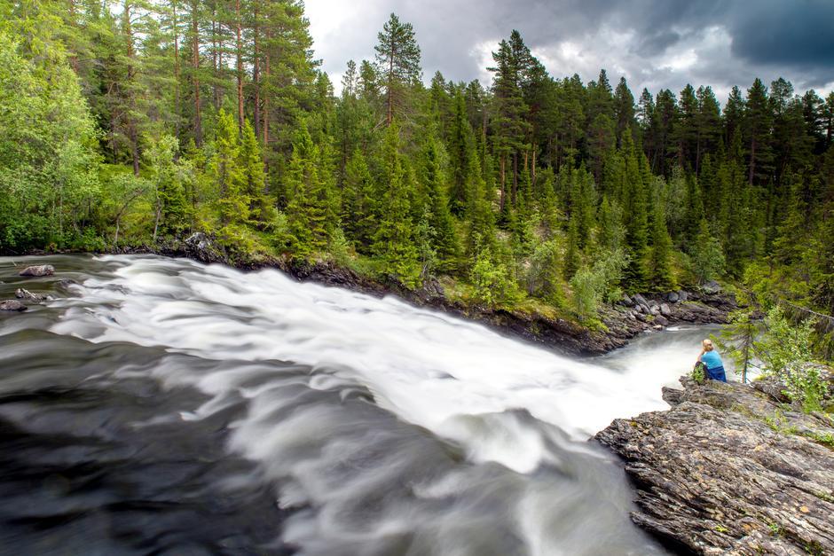VILL OG VAKKER: Vinda renner i dag uhindret fra Sørre Vindin til Heggefjorden.