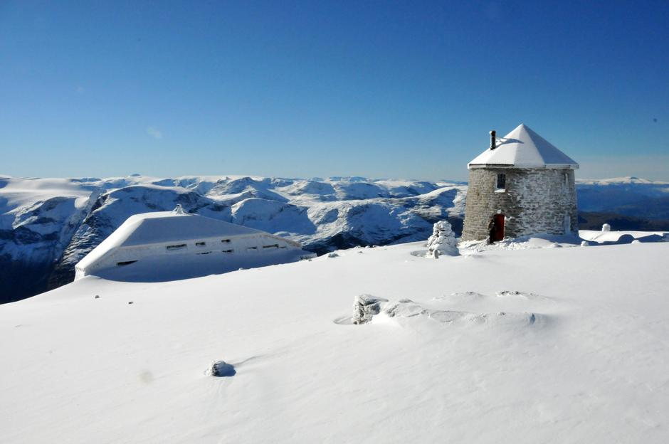 Skålatårnet og Skålabu, 1843 moh.