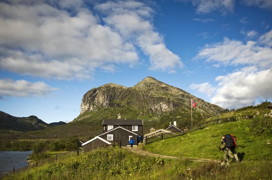 På Gjendebu i Jotunheimen er vertskapet klare for å ta i mot besøkende.
