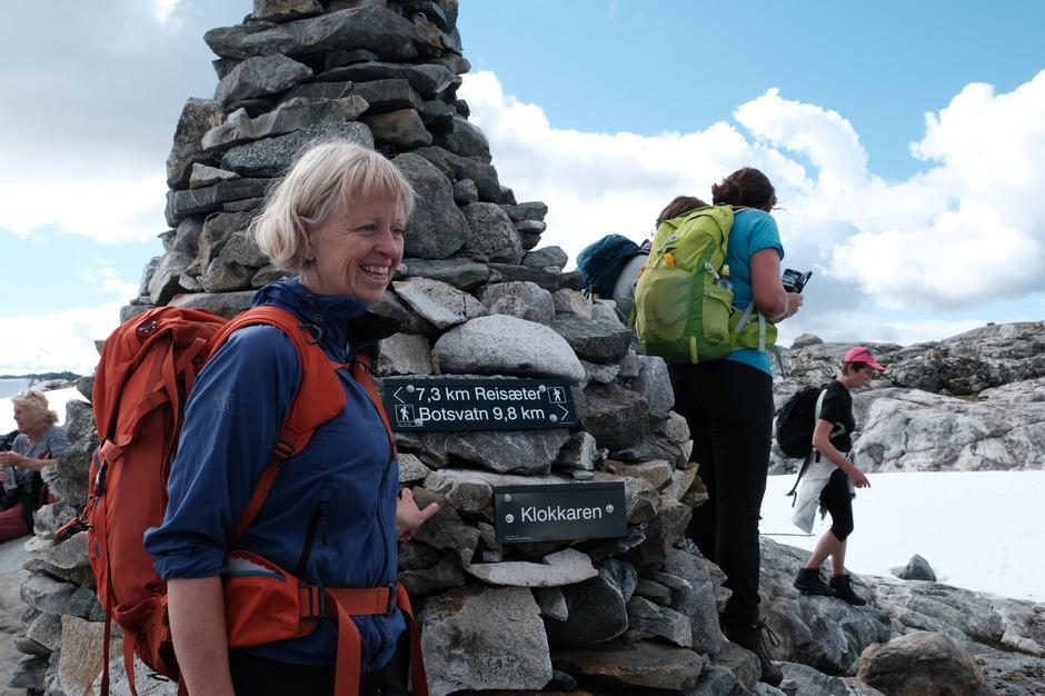 Ein av mange nøgde deltakarar, Grete Solheim, ved varden Klokkeren 1400 moh.
