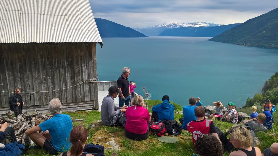 Arne Alræk fortel historiar frå den tid han budde på garden Alræk.